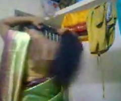 Padoshi bhabi bare liye Saree utari