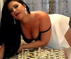 Chess charges dark, real girl hunt down door playing chess, they always succeed in
