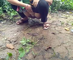 Desi Indian Aunty Outdoor Pissing And Fucked Overwrought Daddy