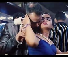 Chalti Bus Me DEsi Bhabhi Ki Chuday Fastening 2