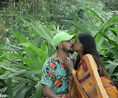 Indian Sexy Giving a kiss - Fixture Pranked in Saree
