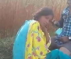 Indian Desi lovers have outdoor sex in the sifter