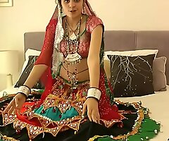 Sexy Indian Babe Showing Gut be destined of evryone