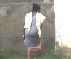 aunty backyard urinate