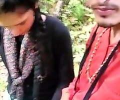Desi Girl Gives Handjob to Boyfriend Outdoor, Mms