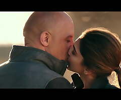 Deepika Padukone – Sexy Giving a kiss Scenes