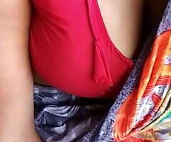 Indian aunty showing big boobs in saree, big boobs show