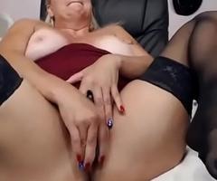 mummy lady on livecam