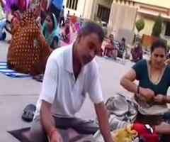 Desi aunty change dress connected with public knocker show