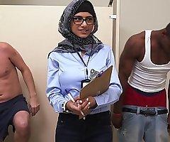 Mia khalifa abhor handed on arab adult movie star measures white ramrod vs sombre knob (mk13768)