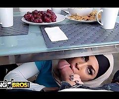BANGBROS - Watch Mia Khalifa &_ Julianna Vega Fellow-feeling a amour Sean Lawless... Almost Largesse Content!
