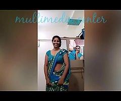 Hot Desi aunty saree navel show