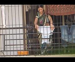 real desi aunty bhabhi saree hip mamma hot show