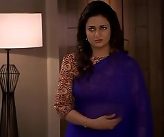 Divyanka Tripathi-ishita Deep Omphalos treat nearby Blue saree