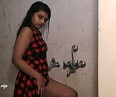 desi college girl alia advani taking shower