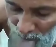 Indian daddy Gets BJ